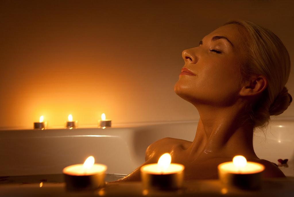 Расслабляющая ванна с чаем, чтобы оживить тело