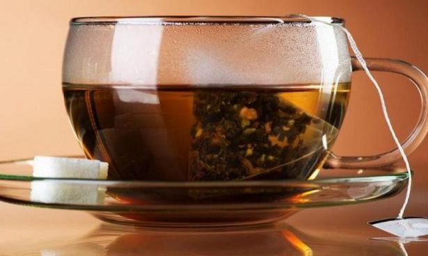 Чай в пакетиках оказался полезнее дорогого