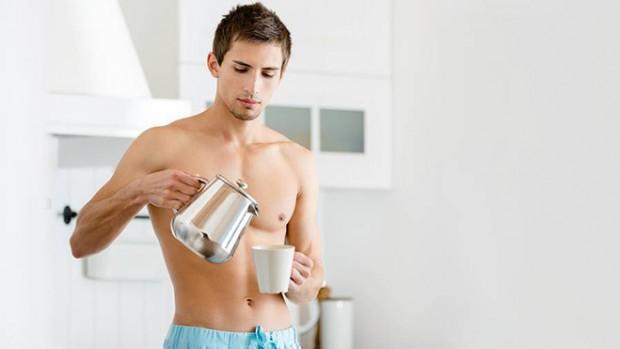 Специалисты не рекомендуют мужчинам пить много чая