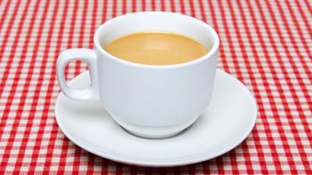 В дешевом чае содержится больше фтора