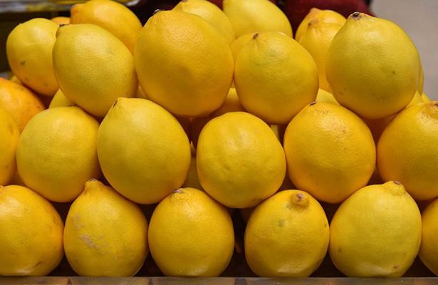Чай с лимоном и фруктовые соки признали опасными для человека