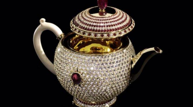Самый дорогой чайник за 3 млн долларов продадут на аукционе в Лондоне