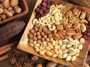 Зеленый чай, орехи и семечки повышают работоспособность – врач