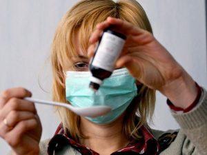 Лечим грипп: масло кедра ускорит выздоровление, а горячий чай – под запретом