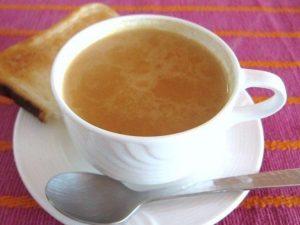 Ученые не советуют пить чай с молоком