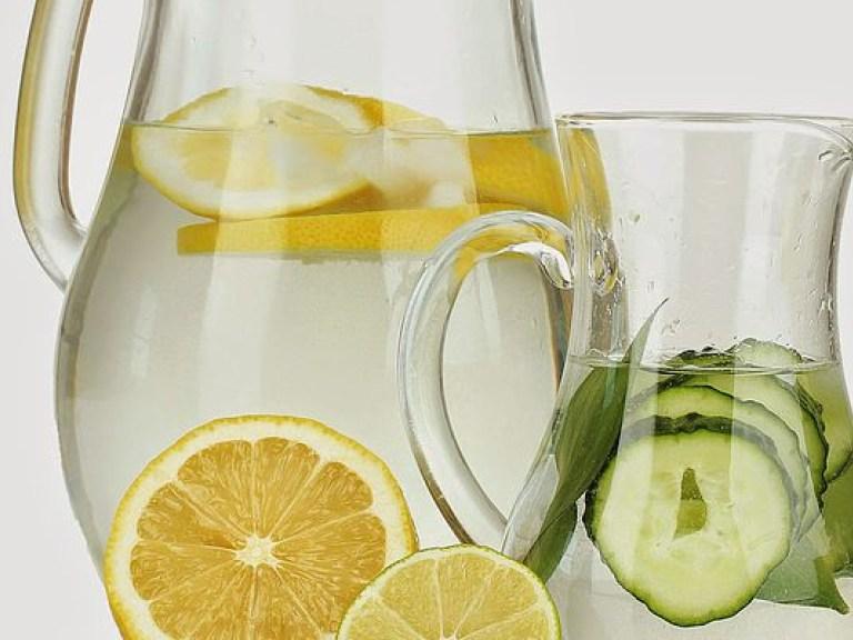 От жары спасут чай с лимоном и простая вода – медик