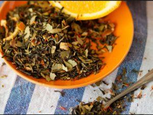 Справиться с пониженным давлением на работе помогут крепкий чай и курага