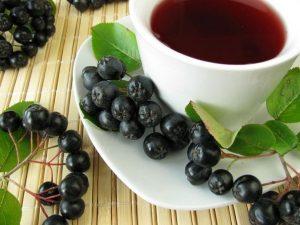 Польза чая из листьев черноплодной рябины