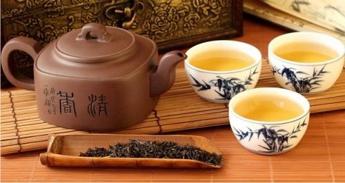 Имбирный чай быстро избавляет от неприятного запаха