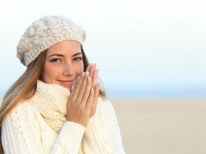 Врач посоветовал в холодную погоду добавлять в чай бадьян или имбирь