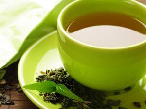Лимон и теплый чай притупят чувство голода — врач