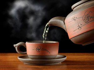 Снять стресс перед сном поможет массаж шеи и мятный чай, — врач