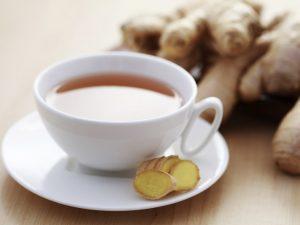 Для профилактики простуды и снижения иммунитета врач рекомендует чай с имбирем