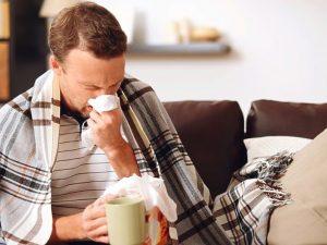 Для быстрого выздоровления от сезонных простуд организму нужно много чистой воды — медик