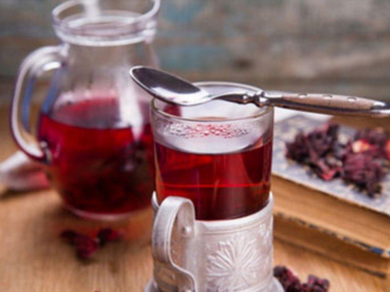 Медики рекомендуют чай каркаде употреблять регулярно