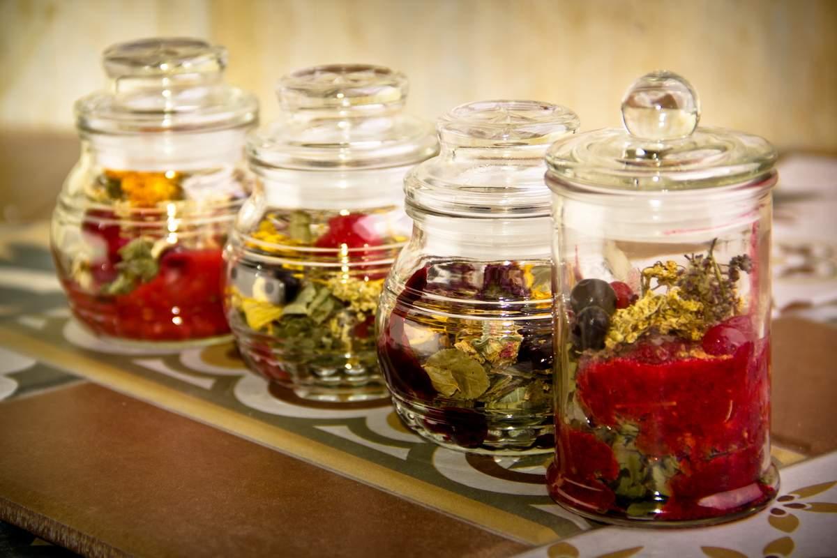 Какие травы нужно добавить в чай, чтобы улучшить свое здоровье