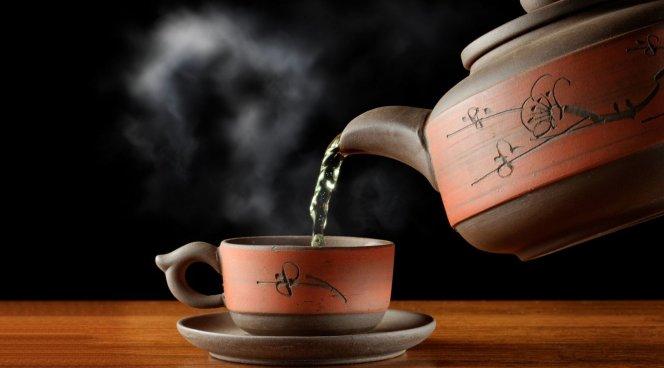В жару чай — охлаждает, а мороженое — нагревает организм