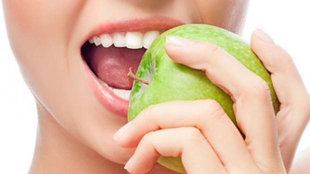 Здоровье зубов зависит от рациона питания человека