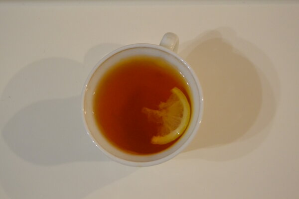 Почему нельзя пить чай на голодный желудок?