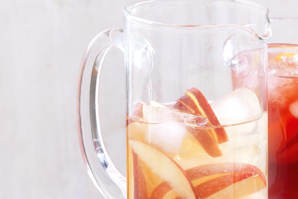 Чай с яблоками и грушевый чай