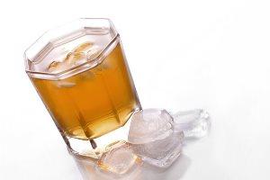 От холодного чая образуются камни в почках, заявляют урологи
