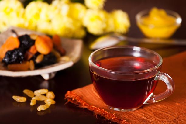 Чёрный чай с изюмом