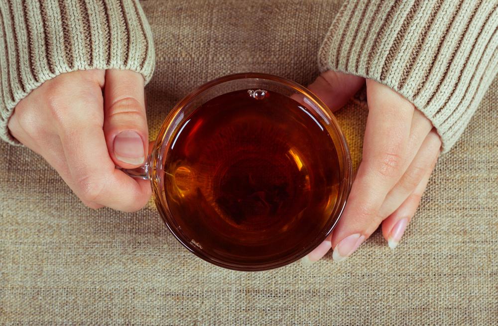 Врачи рассказали, можно ли пить чай после алкоголя