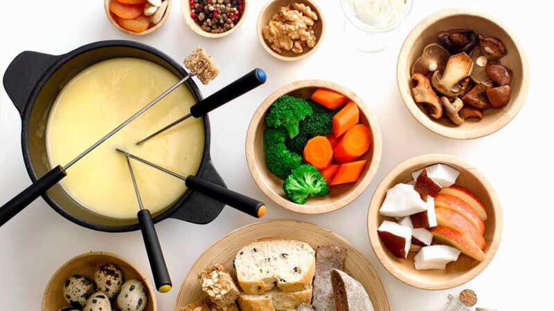 Вечеринка с фондю – праздник, обреченный на успех