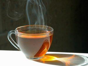 Горячий чай при простуде только усугубит симптомы — врач
