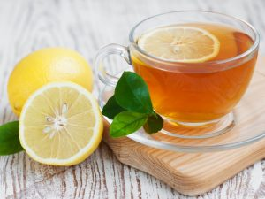 Ученые рассказали о вреде чая с лимоном