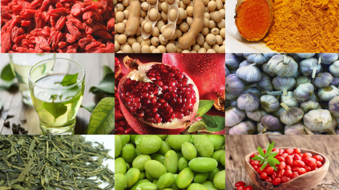 Лучшими продуктами для кожи являются гранаты и зеленый чай