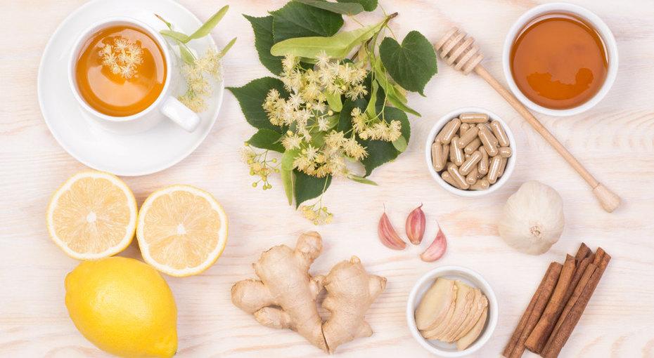 Мазь, чай, смузи: 5 домашних рецептов, которые облегчат состояние при ОРВИ