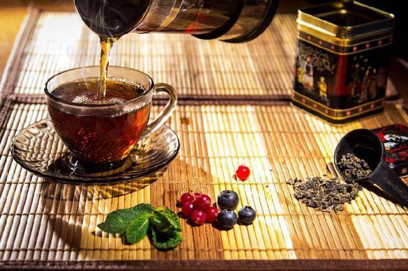 Медики рассказали, как горячий чай спасает от страшного заболевания глаз