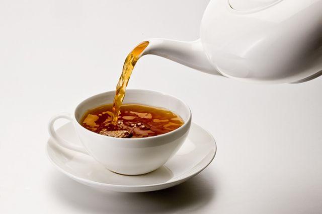Чаепитие в офисе опасно: ученые заявили, что чайные пакетики и чайник – рассадник бактерий