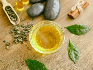Применять масло чайного дерева в зоне влагалища опасно