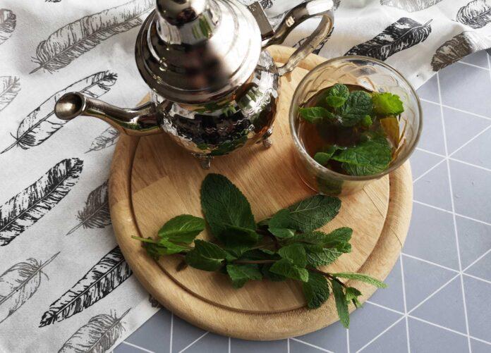 Стало известно, какой вид чая полезен при вздутии живота