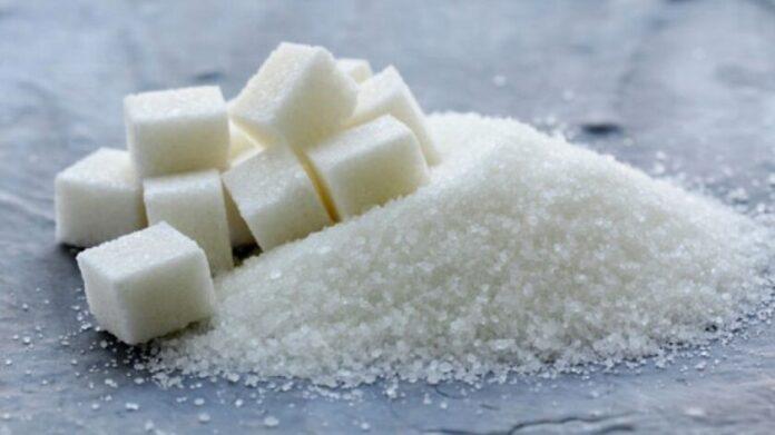 Диетологи рассказали, почему лучше отказаться от сахара в чае