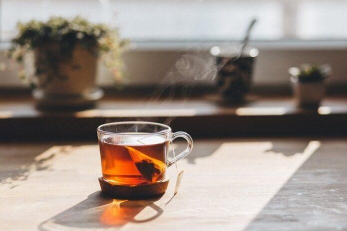 Медики выяснили, чем опасны чайные пакетики
