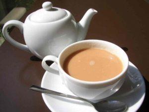 Врачи выяснили, какая добавка «убивает» пользу чая