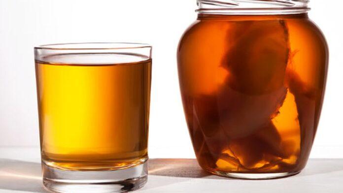 Медики объяснили, в чем польза чайного кваса