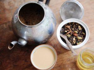 Диетолог рассказала, почему чай нельзя пить с медом и молоком