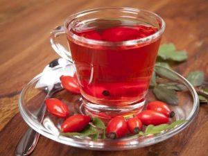 Чай с шиповником рекомендуется медиками как один из лучших напитков в холода