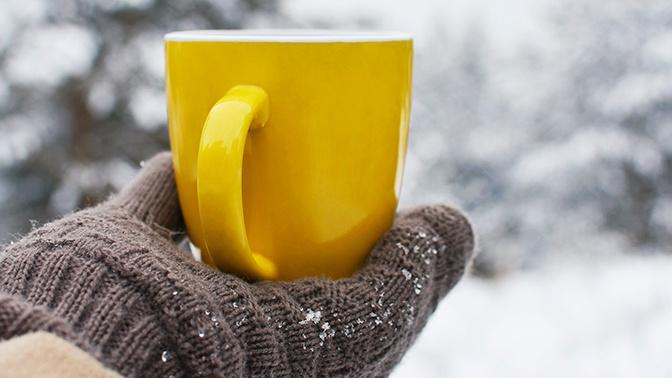 Врачи рассказали, что лучше пить для согревания в зимний период