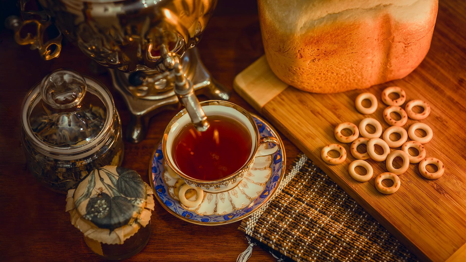 Некоторые любят погорячее: как чай стал русским народным напитком
