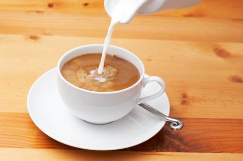 Молоко нейтрализует пользу чая?