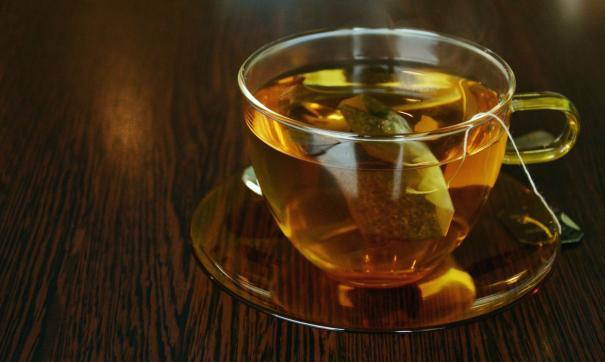 Врач не рекомендует больным пить горячий чай