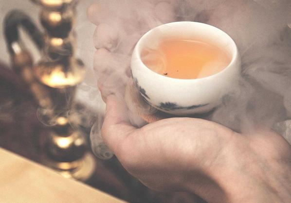 Ученые определили, как чай помогает курильщикам