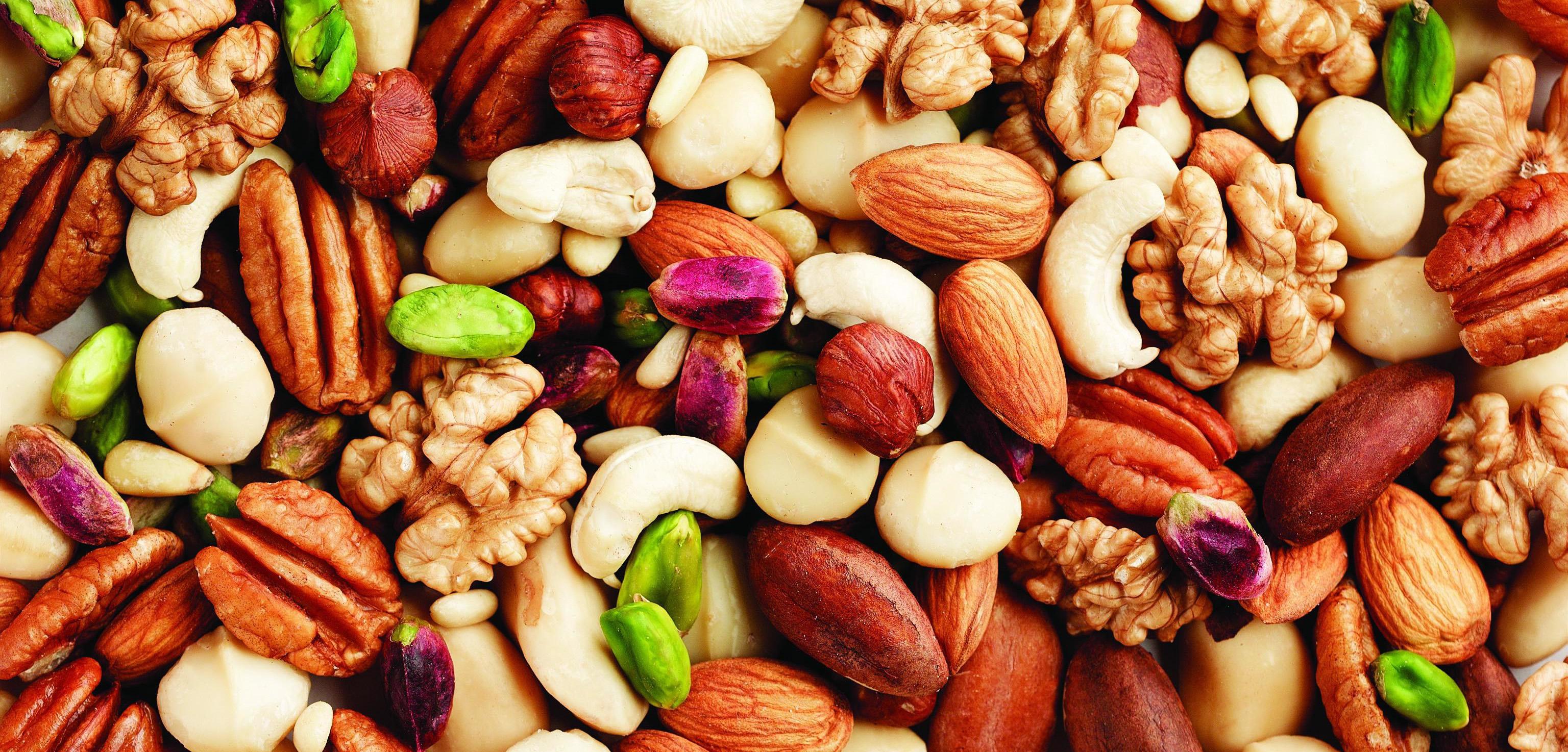 Постоянное наличие полезных фруктов, орехов, семечек