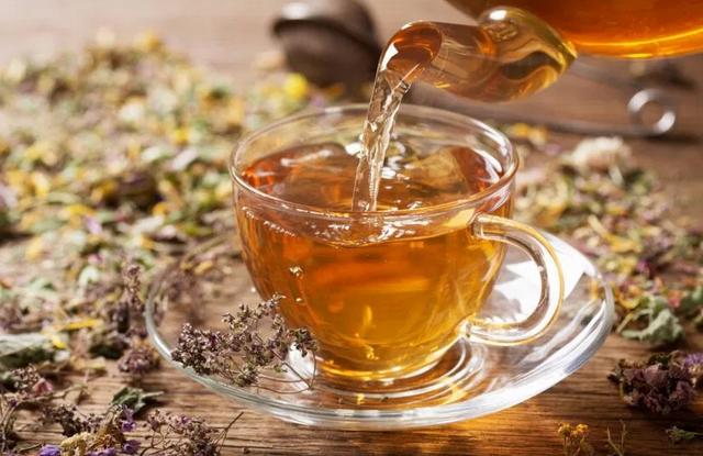 Названы лечебные свойства разных видов травяных чаев