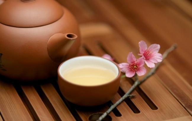 Благородный и молодой: полезные свойства белого чая
